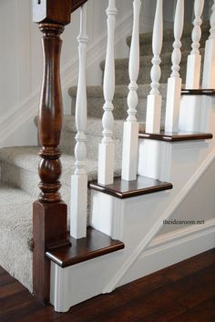 How to Stain an Oak Banister - Escalier Stained Staircase, Painted Staircases, Stair Banister, Banisters, Railings, Stair Spindles Wood, Oak Handrail, Banister Remodel, Oak Stairs
