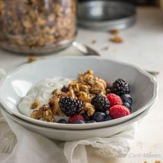 An easy to make and great tasting low carb granola made from wholesome seeds and nuts. Completely sugar-free and suitable for ketogenic and Paleo diets. Low Carb Maven, Low Carb Keto, Low Carb Recipes, Cooking Recipes, Primal Recipes, Low Carb Cereal, Keto Cereal, Low Carb Breakfast, Breakfast Cereal