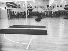 Wie wärs mit einem schönen Spaziergang heute Abend? Schon 15 Bewegung jeden Tag helfen Dir deine Abwehrkräfte zu stärken und geben einen klaren Kopf - morgen gehts dann wieder los! Winterthur, Basketball Court, Sports, Instagram, Acre, First Aid, Hs Sports, Excercise, Sport