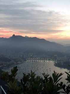 Bahía de Botafogo con el Cristo Redentor de fondo al atardecer, Río de Janeiro
