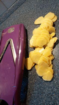 bt02ptms  Diesmal darf ich Euch den Gemüsehobel von www.boerner,de vorstellen  Wenn man viel schnippeln oder schneiden muss ist das genau das richtige  Mein Mann ist sehr gerne Bratkartoffeln deshalb habe ich das gleich ausprobiert,es geht super schnell und sauber  Der Hobel hat auch einen Sicherheitsfruchthalter was sehr wichtig ist ,da die Klingen sehr scharf ist  Schaut doch mal auf meinem Blog vorbei ,dort gibt es noch mehr Fotos und Beschreibungen  www.utasstuebchen.jimdo.com/haushalt