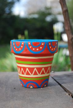 macetas pintadas a mano - ideales para regalar como souvenir o para decorar tu casa! Clay Pot Projects, Clay Pot Crafts, Painted Plant Pots, Painted Flower Pots, Pottery Painting, Pottery Art, Art Du Monde, Decorated Flower Pots, Flower Pot Crafts