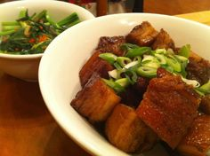 I really like pork belly. I love pork belly. Braised, confit, roasted-I'm not fussy, so long as the meat is tender and the skin is crisp. In fact, in the house we would place bets wit… Pork Recipes, Asian Recipes, Chinese Recipes, Cooking Tips, Cooking Recipes, Roast Me, Pork Belly, Chinese Food, Crisp