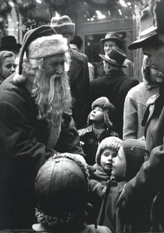 1954 Santa Claus...among the crowds of people....