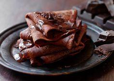 Chokoladepandekager - med likør og chokoladesauce - se opskrift - Odense Marcipan