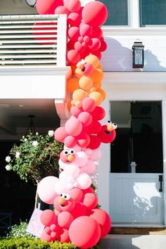 Don't miss this fun pink Elmo-themed birthday party! Love the party decorations See more party ideas and share yours at CatchMyParty.com #catchmyparty #partyideas #elmo #elmoparty #girlbirthdayparty Elmo First Birthday, Boy Birthday Parties, Girl Birthday, Elmo Birthday Party Ideas, Princess Birthday, Ideas Party, Elmo Party Decorations, Garland Decoration, Party Centerpieces