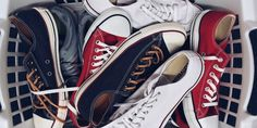Shoe Organization Hacks for a Small Space – American Lifestyle Magazine - Top-Trends Kids Shoe Organization, Magazine Organization, How To Wash Shoes, Stinky Shoes, Outfits With Converse, Converse Fashion, Blue Converse, Converse Chuck, Converse Shoes
