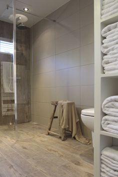 Landelijke badkamer, landelijke stijl, badkamer inspiratie, houtlook, keramisch parket