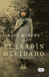 El jardín olvidado. Uno de mis 5 libros favoritos. Me encanta. Tres mujeres, tres épocas en la historia un final en común.
