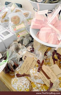 Lots and lots of Bake Sale packaging ideas. I love the packaging & presentation of baked goodies almost as much as the goodies themselves. Bake Sale Packaging, Baking Packaging, Cookie Packaging, Cute Packaging, Packaging Ideas, Simple Packaging, Bake Sale Treats, Bake Sale Recipes, Baking Recipes