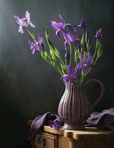 34 Ideas Flowers Photography Purple Bouquets For 2019 Art Floral, Deco Floral, Flower Vases, Flower Art, Purple Bouquets, Still Life Art, Still Life Photography, Photography Flowers, Art Photography
