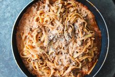 Very delicious and easy creamy meat sauce! The cream cheese just gives if something extra! Pot Pasta, First Kitchen, Meat Sauce, Baby Food Recipes, Food Baby, Italian Recipes, Broccoli, Recipies, Spaghetti