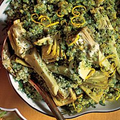 Quinoa salad with artichokes and parsley.