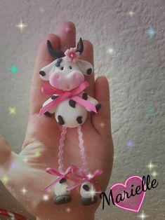 Fimo Clay, Polymer Clay Projects, Polymer Clay Charms, Clay Crafts, Rock Crafts, Diy And Crafts, Cow Ornaments, Salt Dough Crafts, Clay Magnets