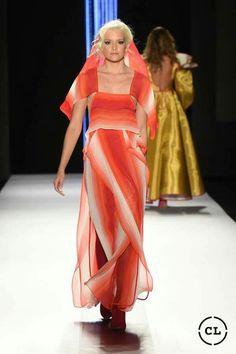 #rojos #mostazas #excentricidad #delpasadoalfuturo #runway #beauty Sari, Steel, Formal Dresses, Fashion, Saree, Dresses For Formal, Moda, Formal Gowns, Fashion Styles