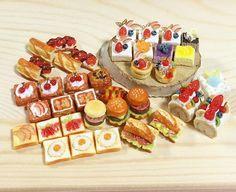 いつもお世話になってるお客様のオーダー品❤️やっと完成した☺️❣ 沢山オーダー頂き本当に嬉しかったです✨今年もどうぞよろしくよろしくお願いしますヽ(*^ω^*)ノ  #樹脂粘土  #ハンドメイド #ミニチュア #パン #ケーキ #オーダー #miniature #miniaturefood  #japan  #kawaii