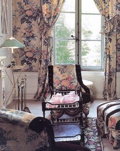 Madeleine Castaing - Living room designed by Madeleine Castaing featured in Emily Evans Erdman's book The World of Madeleine Castaing