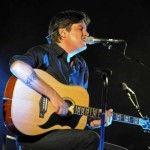 Cristiano De André  è un cantautore e polistrumentista italiano nato a Genova nel 1962