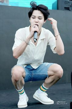 Dafuq! HIS LEGS!!!!!