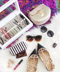 Holiday GIVEAWAY time! Anyone on the struggle bus when it comes to keeping your eyewear organized and easy to find? 🙋🏼 I've teamed up with my friends at @OYOBox to give away one of their luxe organizers to one lucky lady to keep for herself or give as a #holidaygift! To enter, follow these steps:   1. Like this post 2. Make sure to be following @apinchoflovely & @OYOBox 3. Tag a bestie below   Each person you tag is an extra entry, so tell all your ladies with an eyewear addiction…