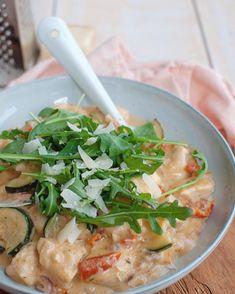 Italiaanse roomkip met courgette en zongedroogde tomaat Pasta Recipes, Chicken Recipes, Dinner Recipes, Cooking Recipes, Vegetarian Recipes, Healthy Recipes, Summer Recipes, Italian Recipes, Food Inspiration