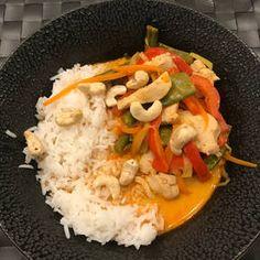 Rotes Thai Curry mit Hähnchen | Rezept mit Video | Kitchen Stories Thai Panang Curry, Thai Curry Sauce, Thai Chicken Curry, Cashew Chicken, Thai Red Curry, Red Curry Recipe, Curry Recipes, Coconut Soup, Coconut Curry