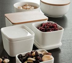 Love these square & rectangular bowls with lids