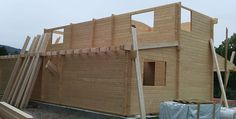 Holzhaus Aufbau schreitet weiter voran