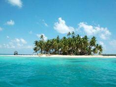 4. Los Pearl Cays, Pearl Lagoon De El Caribbean  Este grupo de islas pequeñas es una buena lugar para tomar un viaje de una día. El agua es claro y la arena es blanca y es mucho tranquilo. Tu podrás tomar un barco o nadar a otras islas. También se podrás pescar. Los Cayos Perlas son muy divertido.