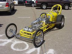 Beautiful,fast and happy:the Mooneyes dragster.