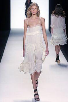 Chloé Spring 2005 Ready-to-Wear Fashion Show - Hana Soukupova