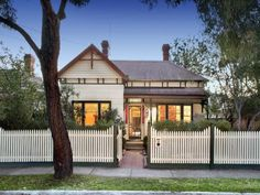 Edwardian Materials:     Corrugated Iron Structural Features:     Picket Fence Decorative Features:     Feature Lighting, Landscaped Garden ...