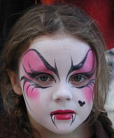 Evil Vampire Child For Halloween Halloween Schminken Kinder Disfarces Halloween, Halloween Face Makeup, Kids Halloween Face Paint, Group Halloween, Halloween Pumpkins, Halloween Costumes, Dragon Face Painting, Body Painting, Maquillage Halloween Vampire