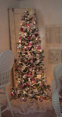 Shabby & Chic Christmas. Looks a lot like my tree, so I guess I'm on the right track!
