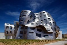 @CLEVELANDCLINIC Lou Ruvo Center For Brain Health, Las vegas.  Cool building....would like to photograph it.