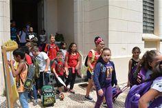 Escolas da Rede Municipal recebem 14 mil alunos na volta as aulas - As férias acabaram e cerca de 14 mil alunos retornaram às aulas nesta segunda-feira (6) nas unidades educacionais da Rede Municipal de Ensino. No total são 55 escolas, entre Ensino Fundamental I e II, Ensino de Jovens e Adultos (EJA e EMEJA) e Educação Infantil, que voltaram a funcionar - http://acontecebotucatu.com.br/educacao/escolas-da-rede-municipal-recebem-14-mil-alunos-na-volta-as-aulas/