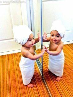 She is sooo cute! Thake a luk in the mirror girls! Just like de baby.
