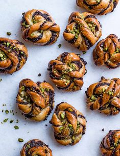 Try our chocolate babka buns recipe with pistachio. This easy babka recipe with pistachios is an easy chocolate babka bread recipe. Make this babka recipe Babka Recipe Jewish, Brioche Recipe, Edd Kimber, Babka Bread, Challah Bread Recipes, Chocolate Babka, Salted Chocolate, Baking Chocolate, Crack Crackers