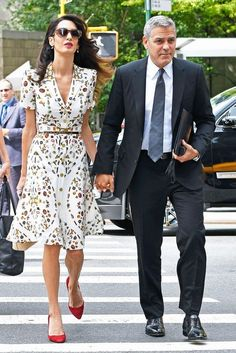 Whether in chic skirt suits or glamorous couture gowns, Amal Clooney always slays the style scene; scroll to see her best looks of all time! Amal Clooney, George Clooney, Mode Outfits, Fashion Outfits, Cooler Stil, Nice Dresses, Summer Dresses, Elegant Outfit, Classy Outfits