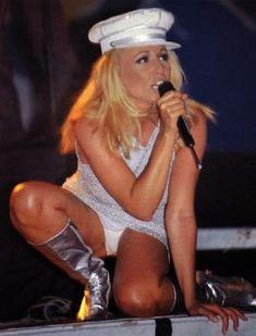 Olivia Newton John, Fleetwood Mac, Alfredo Kraus, Slash, Image, Divas, Style, Fashion, Best Songs