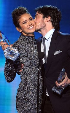 Nina Dobrev évoque enfin le mariage d'Ian Somerhalder  Nina Dobrev, Ian Somerhalder, People's Choice Awards