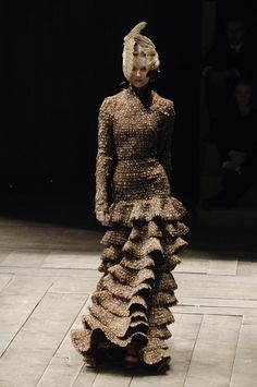 Alexander McQueen at Paris Fashion Week Fall 2006 - Runway Photos