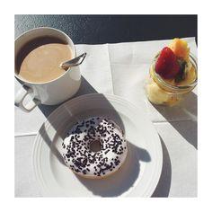 Come affrontare una giornata di studio: colazione in terrazza e tanto sole  #goodmorning #goodtimes #rimini #riminilife #unibo #unilife #university #breakfast #donut #fruits #food #foodporn #spring #springtime by catherineviolette