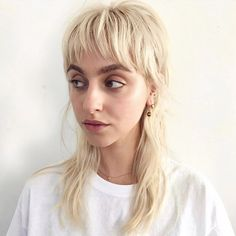 Hiii -I've been on a mullet kick again. Absolutely loving this buttery mullet by Head Studio. Hiii -I've been on a mullet kick again. Absolutely loving this buttery mullet by Head Studio. Mullet Haircut, Mullet Hairstyle, Hair Inspo, Hair Inspiration, Hairstyles With Bangs, Cool Hairstyles, Medium Hair Styles, Short Hair Styles, Short Grunge Hair