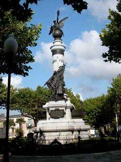 Estatua de Fernando Villamil parque Vicente Loriente en Castropol