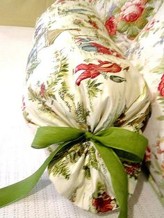 At The Picket Fence with Vanessa Hunt Cute Pillows, Diy Pillows, Pillow Ideas, Big Girl Bedrooms, Girls Bedroom, Sewing Hacks, Sewing Projects, Sewing Tips, Sewing Ideas