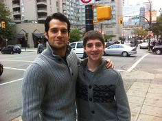 Henry Cavill takes a break from filming   ManofSteel and meets an excited young fan in Vancouver, BC.