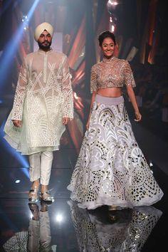 Scarlet Bindi - South Asian Fashion Blog by Neha Oberoi: LAKME FASHION WEEK WINTER FESTIVE 2015: ABU JANI SANDEEP KHOSLA