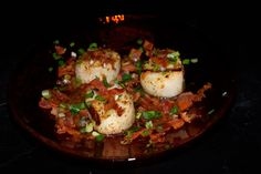 Tomatoes on the Vine: Grilled Sea Scallops with Green Onion Relish and Warm Bacon Vinaigrette Grilled Sea Scallops, Baked Scallops, Steamer Clam Recipes, Scalloped Potatoes Easy, Scallop Potatoes, Scallop Ceviche, Honey Shrimp, Crab Dishes, Bisque Recipe