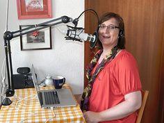 Michaela beim Podcasten